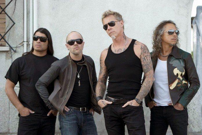 Metallica con gafas de sol en 2014