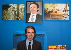 José María Aznar frente al cuadro hecho por George Bush.