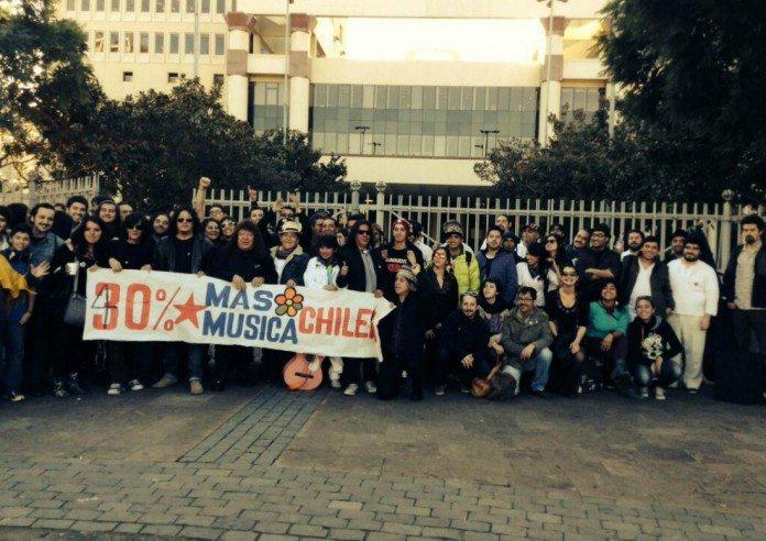 Músicos en el Congreso chileno por la Ley de Música