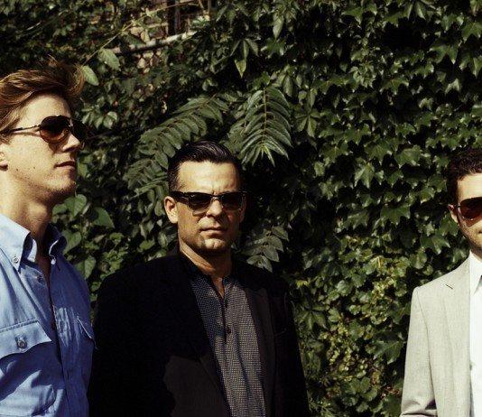 Interpol con gafas de sol