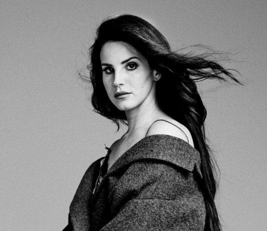 Lana del Rey morena en blanco y negro