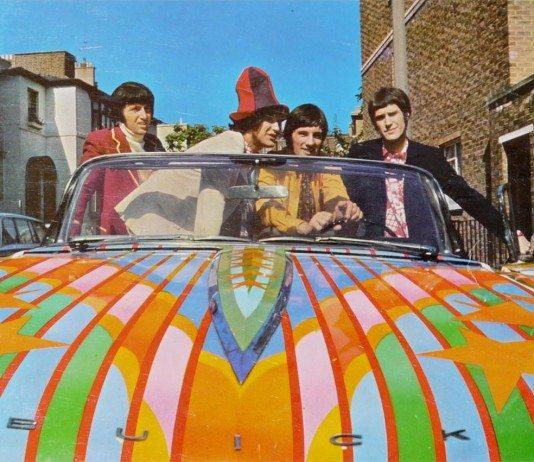 The Kinks en coche de colores