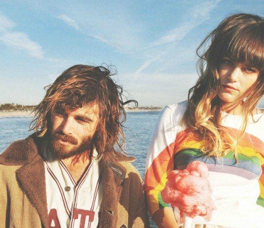 Angus & Julia Stone en el mar