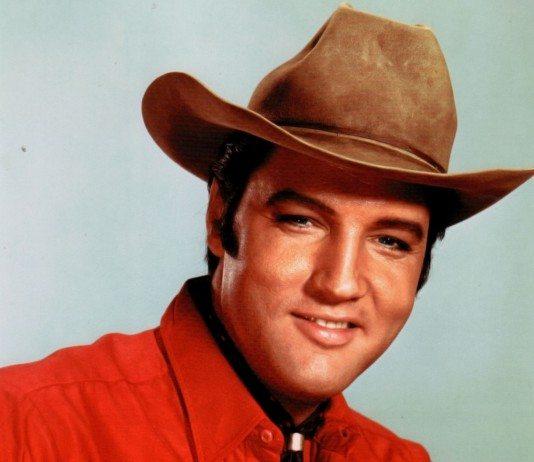 Elvis Presley con sombrero de cowboy