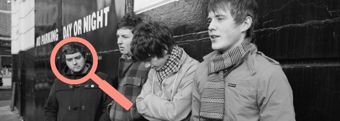Lupa señalando a Andy Nicholson de Arctic Monkeys.