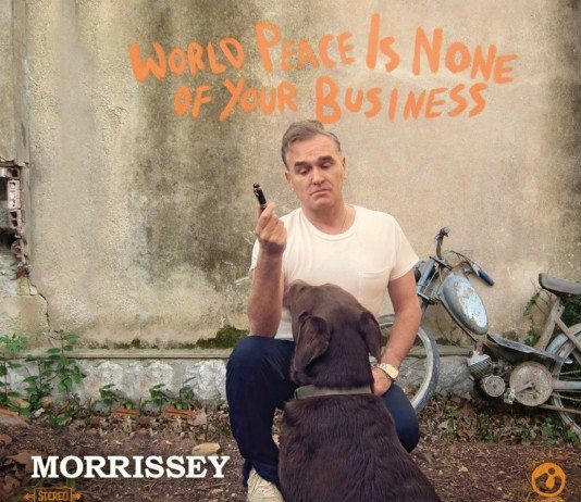Portada de 'World Peace Is None Of Your Business' de Morrissey.