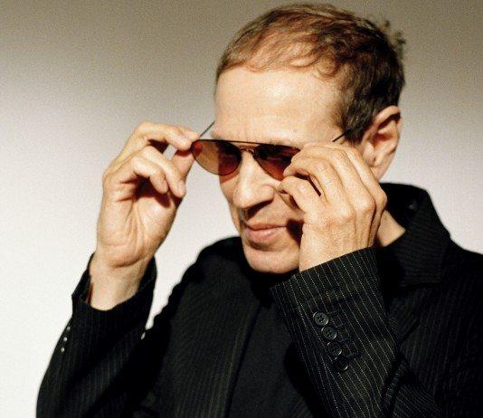 Scott Walker con gafas de sol