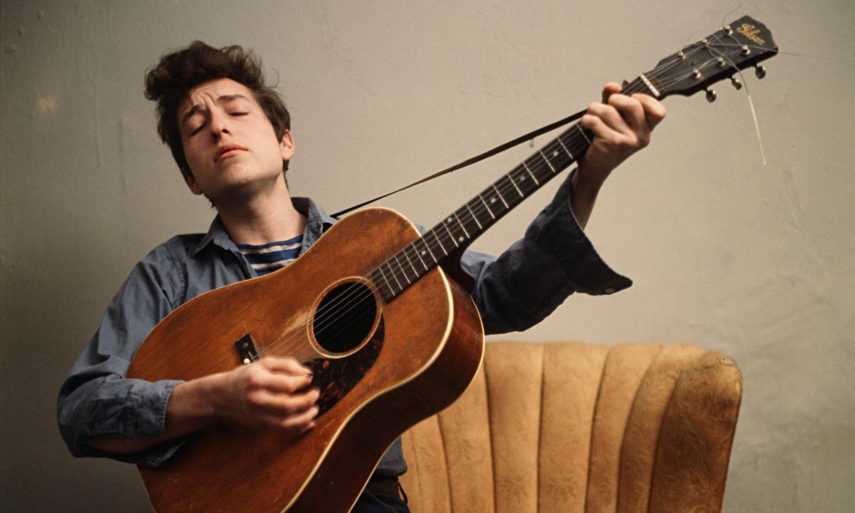 Resultado de imagen para tocando guitarra