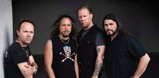 Metallica en una pared blanca