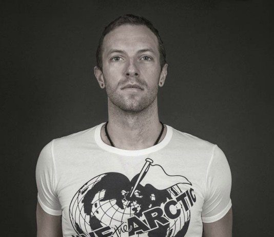 Chris Martin con una camiseta de Save the Arctic