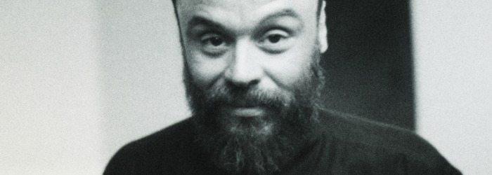 Rodrigo Amarante en una foto en Blanco y Negro.