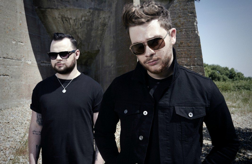 Royal Blood con gafas de sol